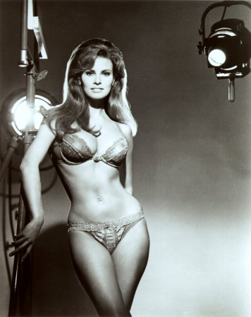 039_64320raquel-welch-posters